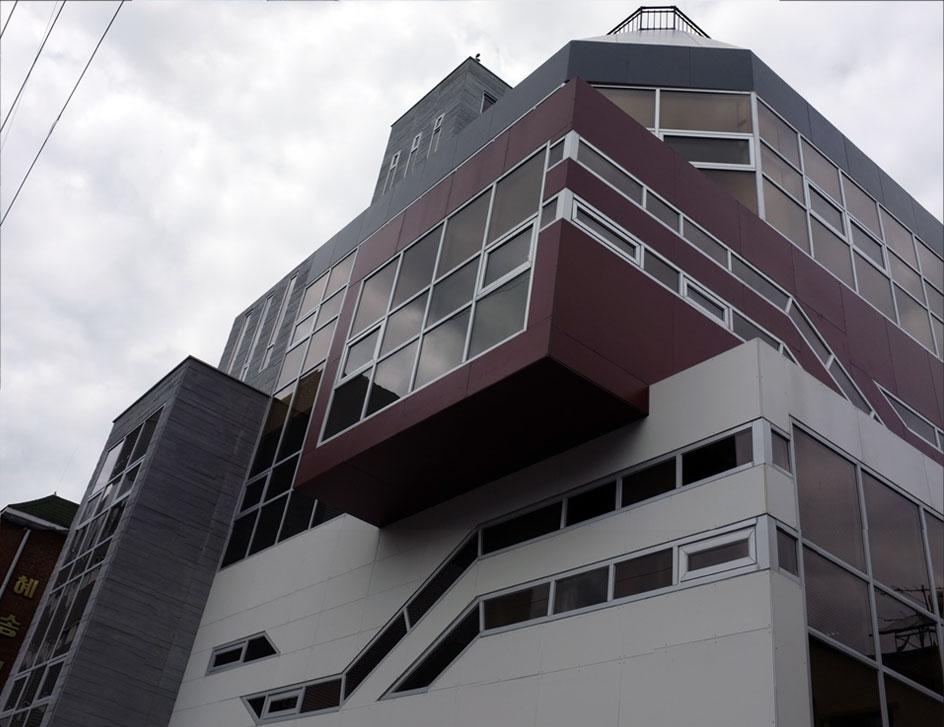 st_building01.jpg